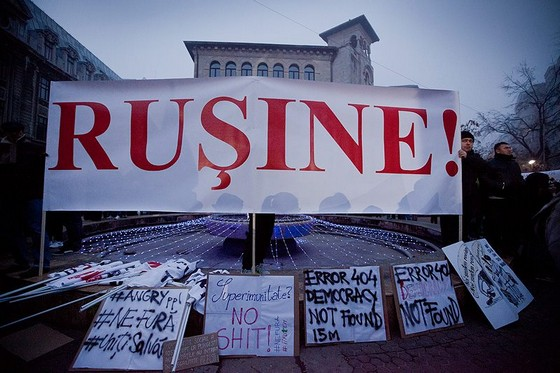 Democratia-actuala-da-tot-mai-multe-erori...-rusine-nefura-unitisalvam.-Piata-Universitatii-15.12.2013