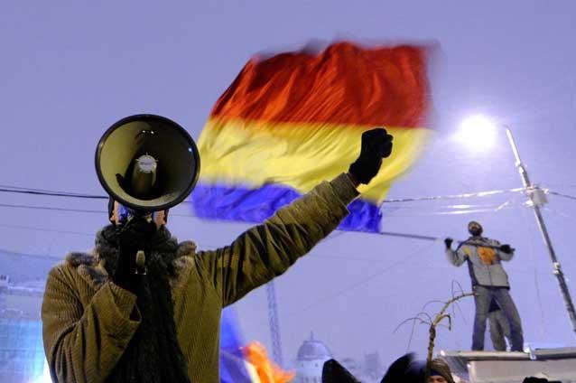 tinerii-protestatari-din-piata-universitatii-au-ocupat-consiliul-general-al-capitalei-9446597