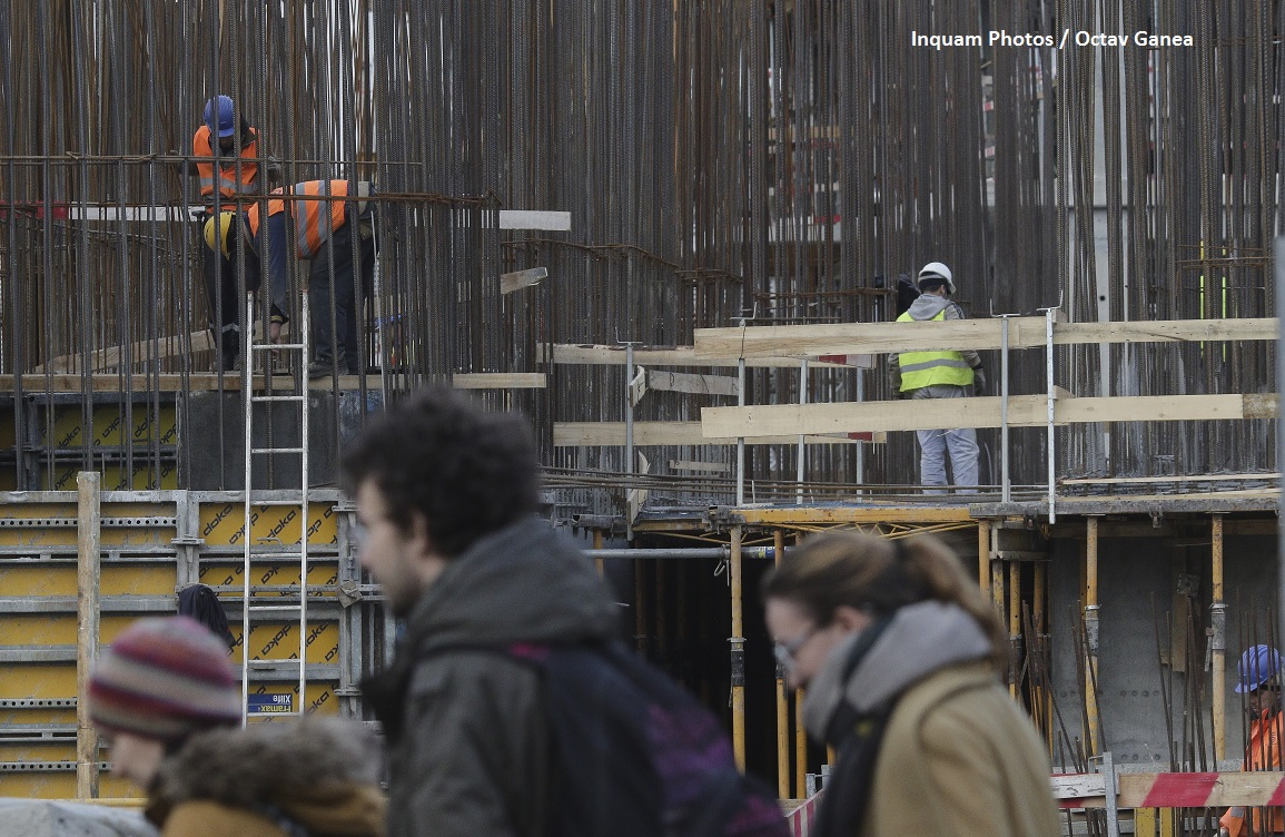 muncitori oameni constructii