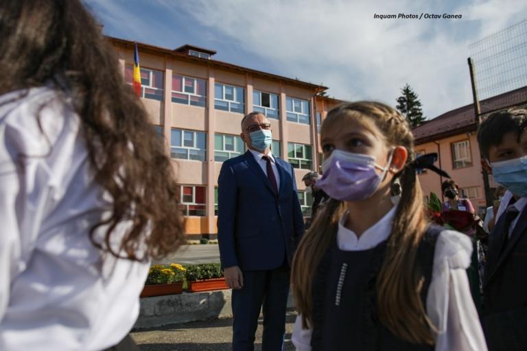 Să înțelegem ce face ministrul Educației cu copiii noștri, în valul epidemic IV